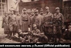 Листопадовий чин. Українські бійці під час українського повстання у Львові, організованого в ніч із 31 жовтня на 1 листопада 1918 року