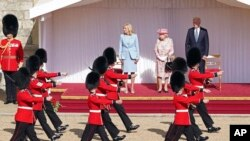 Аудієнція включала почесну варту та чаювання з монархинею