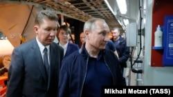 در این تصویر از سال گذشته میلادی رئیسجمهوری روسیه و مدیر اجرایی شرکت گازپروم در حال بازدید از مراحل اجرایی پروژه ترکاستریم هستند