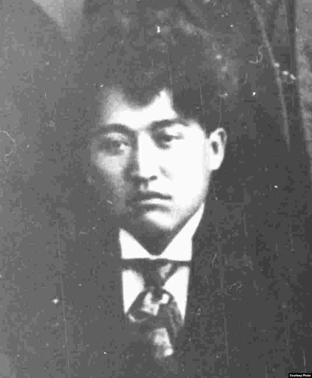 """Мағжан Жұмабайұлы, """"Алаш"""" қозғалысының қайраткері, ақын, қазақ әдебиетінің көрнекті өкілі. «Қазақ» газетінің белсенді авторларының бірі."""