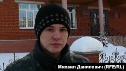 Юрий Могильников у здания суда