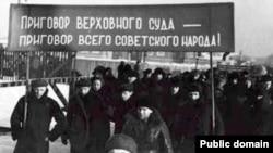 Сталин чоры фотосы. Советларның хөкем карары бар халыкныкы дип акланылган.