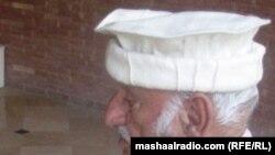 د پښتونخوا د پولیسو پخوانی اسپېکټر جنرل ارباب هدایت الله خان د خپلې مسلکې دندې تر څنګ د پښتو ادبیاتو نورو ژبو ته په ژباړولو هم ځان ته نوم ګټلی دی.