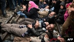 Migrantët dje e kanë zënë hekurudhën ndërmjet Greqisë dhe Maqedonisë në shenjë proteste për bllokimin e kufirit