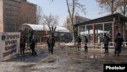 Общественный парк возле проспекта Маштоца в центре Еревана