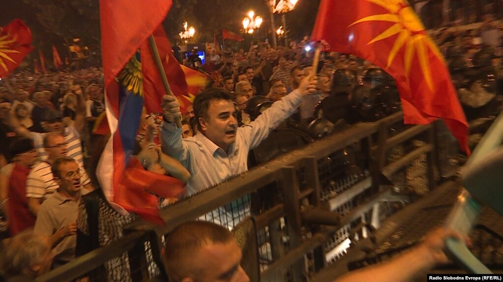 Police useds tear gas to disperse demonstrators in Skopje who were protesting against an agreement to change Macedonia's name.