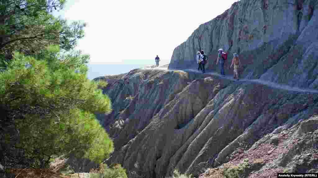 Большая севастопольская тропа (БСТ) очень популярна у туристов и местных любителей пешего туризма