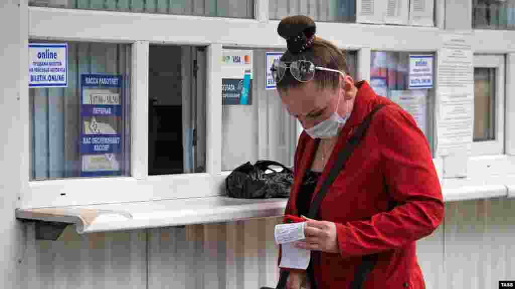 При покупці квитків містянам рекомендують дотримуватися дистанції в півтора метра