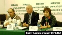 """Представители """"Бир дуйно - Кыргызстан"""" на пресс-конференции."""