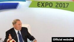 Қазақстан президенті Нұрсұлтан Назарбаев ЭКСПО-2017 халықаралық көрмесіне дайындық жиынында отыр.