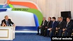Қазақстан президенті Нұрсұлтан Назарбаев ЭКСПО-2017 көрмесіне дайындық кезінде ұлттық компания басшыларымен және бизнесмендермен кездесіп отыр. Астана, 3 шілде 2014 жыл.