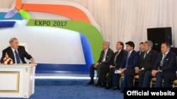 Предприниматель Нурлан Смагулов (крайний справа) на встрече президента Казахстана Нурсултана Назарбаева с руководителями национальных компаний и бизнесменами в рамках подготовки к выставке «Астана ЭКСПО-2017». Астана, 3 июля 2014 года. Фото с официального сайта akorda.kz