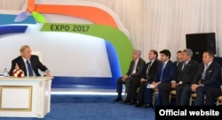 Предприниматель Нурлан Смагулов (крайний справа) на встрече президента Казахстана Нурсултана Назарбаева с руководителями национальных компаний и бизнесменами в рамках подготовки к выставке «Астана ЭКСПО-2017». Астана, 3 июля 2014 года.