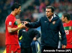 مربی کنونی ایران در سال ۲۰۱۰ هدایت تیم پرتغال را به عهده داشت.