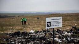 Nizozemski istražitelji na mjestu napada aviona u blizini sela Grabovo na istoku Ukrajine, novembar 2014.