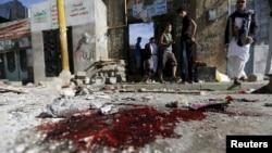 مقابل در ورودی مسجد هدف حمله داعش