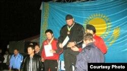 Маросими супурдани медали тило ба варзишгари тоҷик Акмал Қодиров