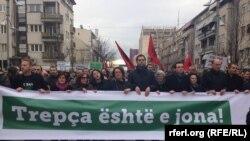 Protestima u Prištini građani su tražili zakonsko rešenje za Trepču