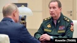 «Війська виконують завдання без зривів. Ми виконуємо завдання спільно з об'єднаним угрупованням військ на Північному Кавказі, обмеженим контингентом у Сирійській Арабській Республіці», – сказав Золотов Путіну