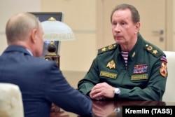 Владимир Путин и Виктор Золотов в резиденции российского президента в Ново-Огарево, 6 мая 2020 года