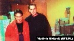 Fotografija koju je lider Nove Srbije Velimir Ilić obelodanio medijima tvrdeći da su na njoj ministar zdravlja Zlatibor Lončar i Dušan Spasojević, bivši vođa zemunskog klana
