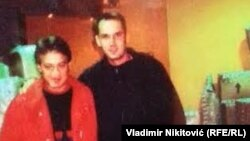 Fotografija koju je Velimir Ilić pokazao na konferenciji za medije tvrdeći da su na njoj aktuelni ministar zdravlja Zlatibor Lončar (desno) i Dušan Spasojević, bivši vođa zemunskog klana (levo)