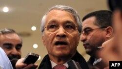 شکیب خلیل، وزیر نفت الجزایر و رئیس سازمان اوپک، میگوید کاهش تولید نفت تا تثبیت قیمت نفت خام صادراتی ادامه خواهد یافت.» (عکس از AFP)