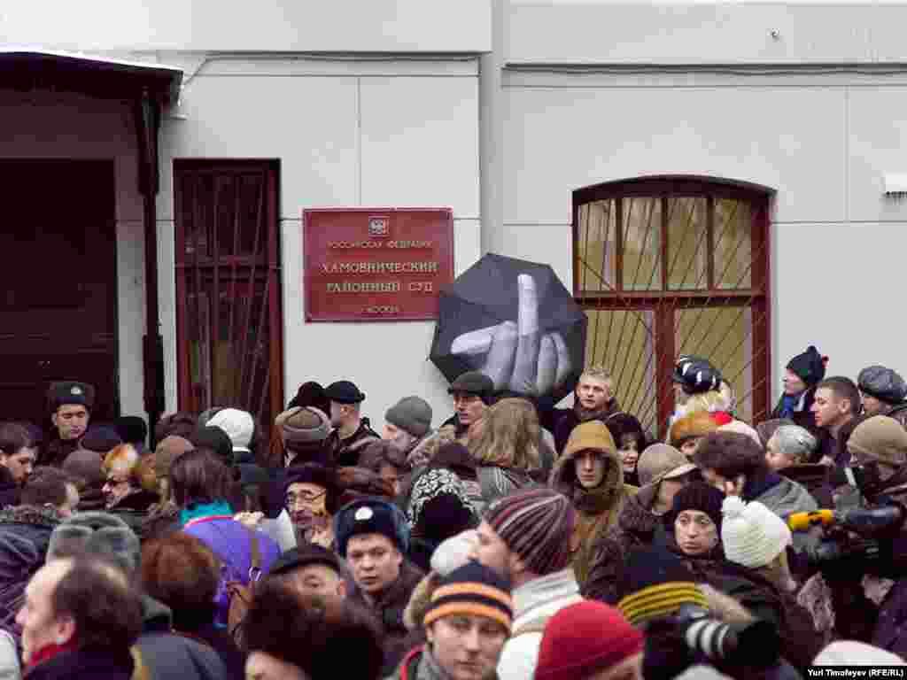 Участники митинга в поддержку Ходорковского и Лебедева