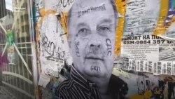 Една глава, но с две лица. Колаж с Гешев и Пеевски върху софийска фасада