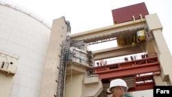 طبق برنامه زمان بندی قرار بود نيروگاه اتمی بوشهر در شهريور ماه (سپتامبر) سال جاری راه اندازی آزمايشی شود