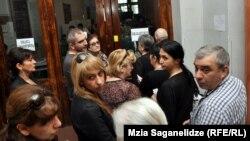С утра на избирательные участки выстроились очереди