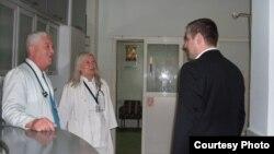 Архива - Министерот за здраство Никола Тодоров во посета на битолската болница. Декември 2011 година.