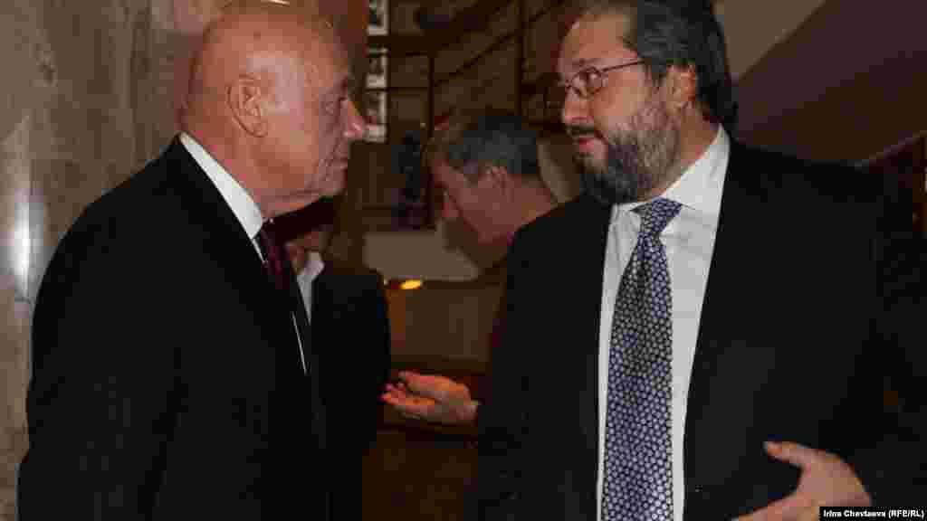 Ведущий концерта Владимир Познер и председатель правления фонда Гайдара Борис Минц