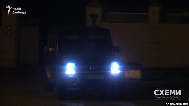 Той самий Mercedes матового кольору залишив територію ОП
