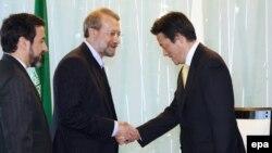 علی لاریجانی، رییس مجلس ایران با کاتسویا اوکادا، وزیر خارجه ژاپن نیز دیدار کرد.