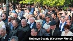 Более месяца назад прозвучало заявление Совета старейшин Абхазии о необходимости создания коалиционного правительства, в которое вошли бы и представители оппозиции