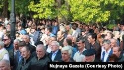 Сторонники нынешнего президента Абхазии в ответ на требование оппозиции решили продемонстрировать поддержку Рауля Хаджимба и свое единство. Фото «Нужной газеты»