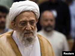 محمدرضا مهدوی کنی که در آن زمان ریاست کمیتههای انقلاب اسلامی را به عهده داشت