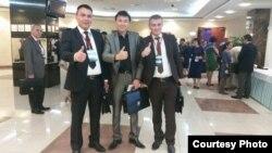 Түрк тилдүү журналисттердин II съездине барган казак, кыргыз жана өзбек журналисттер.