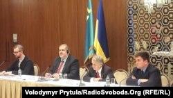 Kyiv, çetel diplomatlarınıñ Qırımtatar Milliy Meclisiniñ vekilleri ile körüşüvi, 2018 senesi mart 13 künü