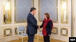 Кэтрин Эштон и Виктор Янукович во время встречи в Киеве, 29 января 2014 г.