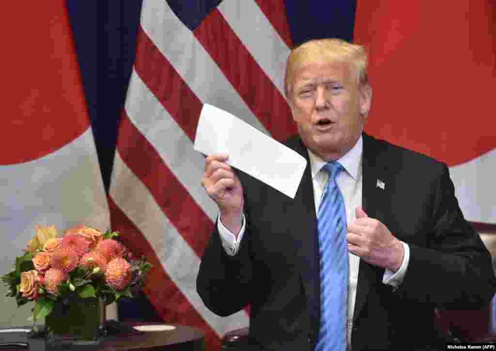 САД - Американскиот претседател Доналд Трамп изјави дека добил од лидерот на Северна Кореја Ким Џонг Ун одлично писмо и оти веројатно наскоро повторно ќе се состане со него. Воспоставивме навистина многу добри односи. Веројатно ќе се состанеме, изјави Трамп, додавајќи дека не треба да се брза околу тоа. Трамп претходно на Твитер напиша дека едвај чекал да се состане со Ким Џонг Ун, бидејќи Северна Кореја поседувала одличен економски потенцијал.