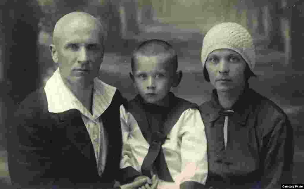 З бацькам і маці, Налінск, 8.07.1933
