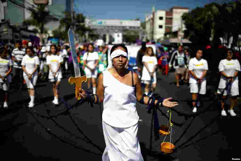 Така изглежда демонстрацията в Сан Салвадор, столицата на Салвадор.