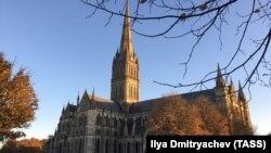 Готический собор в британском городе Солсбери.