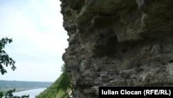 Nistrul și roca la Țîpova