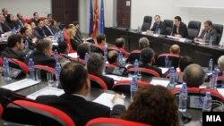 Министерот Никола Поповски на редовен работен состанок со македонските амбасадори и конзули во декември 2013.
