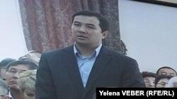 Обвиняемый в коррупции бывший заместитель акима города Караганды Айдар Тельгарин в суде. Караганда, 11 ноября 2015 года.