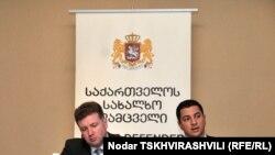 По словам Арчила Талаквадзе (справа), в Грузии зарегистрированы 100 000 человек, которые испытывают психические проблемы. Существующие клиники могут принять только 1000 больных