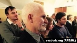 Падчас вечарыны ў Амбасадзе Чэхіі ў Менску 9 студзеня 2015 г. На першым пляне - Алесь Бяляцкі